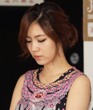 jiyeon hwayoung