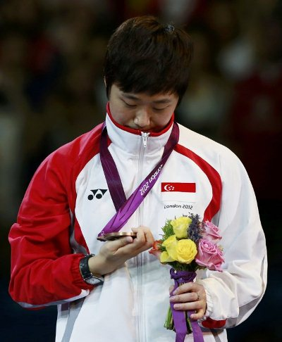 Singapore's Feng Tianwei Celebrates With Her Bronze Medal
