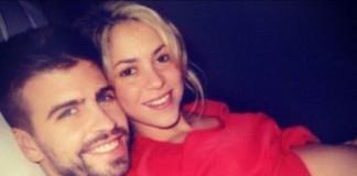 Shakira Showed Her Baby Bump on Twitter