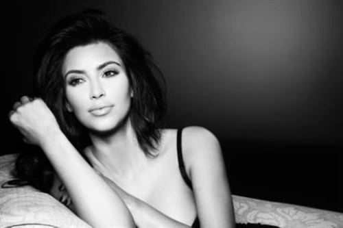 Kim Kardashian Debuts New Look on Twitter