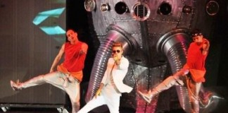 Justin Bieber In Hospital After Crumbling While Performing Live
