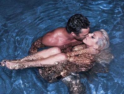 Lady Gaga Kissing Taylor Kinney in Pool