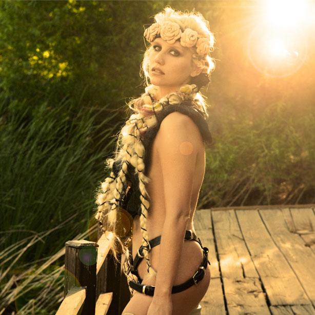 Pop Star Kesha Gets Warrior : Kesha Hot Wears